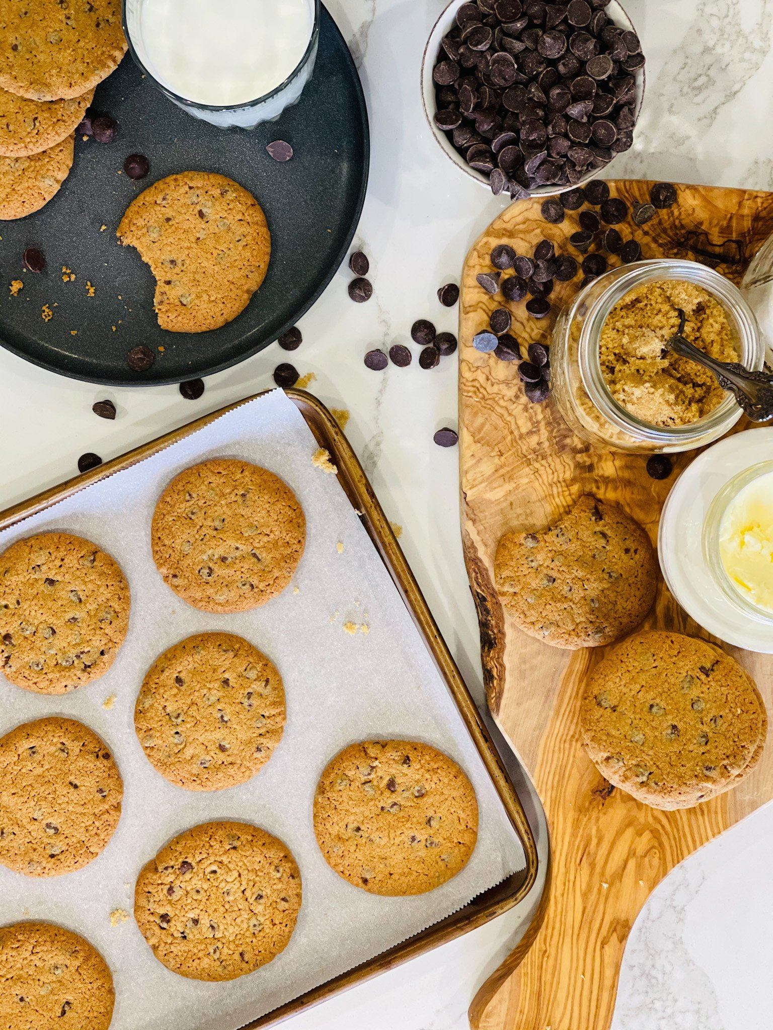 Hot Cakes Bakery - Crispy Crafted Chocolate Chip Cookies 1